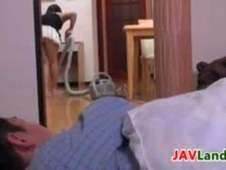 Japanska hemmafru pleasuring henne makens