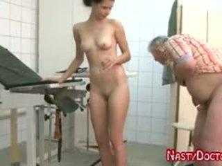 Tanja sucks velho doc pénis