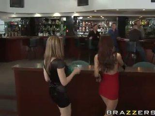 Karlie montana und paris kennedy gets rallig im die klub video