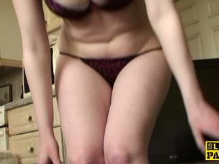 Dutiful uk unterwürfig rubbing sie klitoris auf cue: kostenlos porno c7