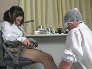 Subtitled japanisch schulmädchen facesitting salvation