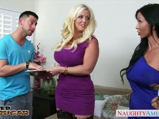 Chesty cougars alura jenson และ jewels jade sharing a ใหญ่ ควย