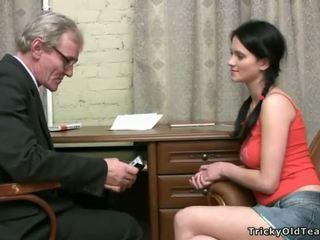 Manis gadis hottie gets alat kemaluan wanita licked baik