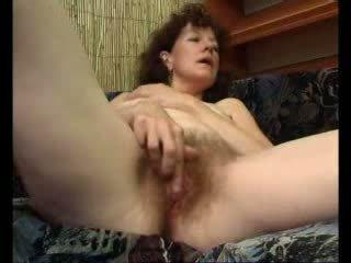 Loose mamãe teases dela swollen clitóris