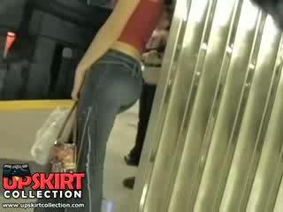 أنا اليسار لي مخفي عمل في ال underground و اشتعلت هذا جذاب فتاة في ضيق جينز