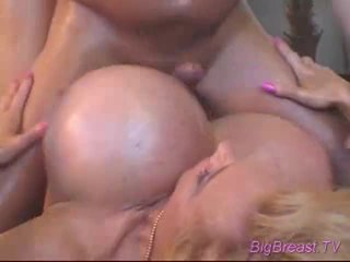 Bigtitted dame acquires geneukt