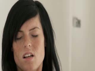 Único blackhaired gaja com freckles