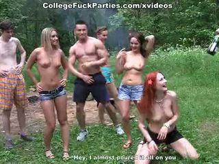 Filthy מכללה sluts תור an בחוץ מסיבה ל פרועה זיון fest סצנה 2