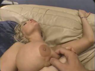 big boobs, nobriešana, tūpļa