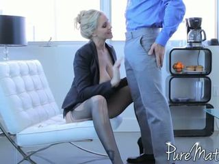 Julia ann loves huge titi sa kanya throat at puke