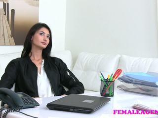 Femaleagent agent fucks heet masturberen model met.