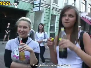 Sensuous drunken sweeties expose su tushes y tetitas en la fiesta