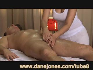 Danejones owadan uly emjekli masseuse takes care of your orgazm