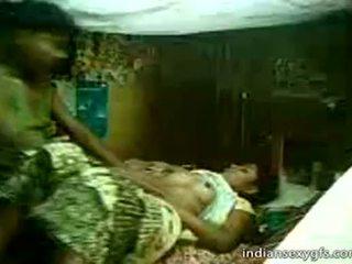Desi cousine sister fahrt auf bruder bei zuhause alone - indiansexygfs.com