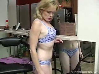 Super 性感 舊的 女士 是 所以 角質 她 has 到 masturbate