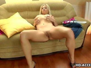 Pikants blondīne female luciana goes solo!