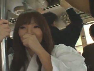 Rondborstig japans meisje hitomi tanaka banged in publiek
