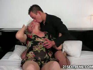 büyükanne, oral seks, büyük memeler