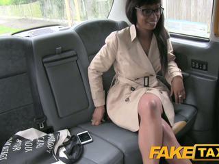 Fake taxi wysoki obcasy i robienie loda lips