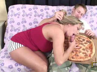 Weenie loving palaistuve amber lynn bach fills viņai fascinating mute ar a sulīga grūti dzimumloceklis