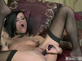Lusty gyzykly nimf addison rose inserts a toy in her dar göt and loves it