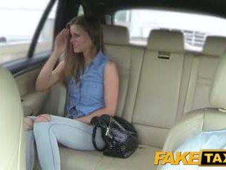 Faketaxi dáma wants na vidět drivers velký kohout
