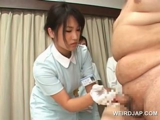 Japoneze e pisët nurses taking spermë samples nga e tyre patients