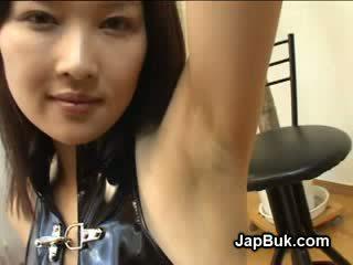 Spermas izšāviens par paduse no japānieši meitene