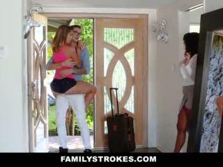 Familystrokes - vysoká škola bro cums domácí na nadržený sis <span class=duration>- 10 min</span>