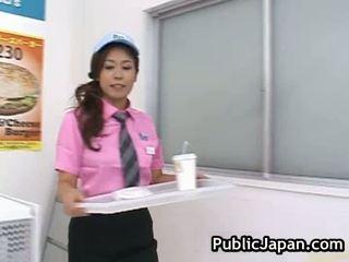 Rallig asiatisch gal has rallig drinnen die speicher