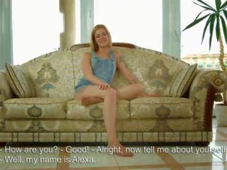 De 18 jaar oud virgin shows haar maagdenvlies en vervolgens masturbates in voorzijde van de camera!