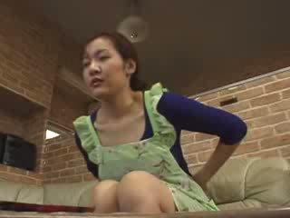 Japońskie lonely mama masturbate w livingroom wideo