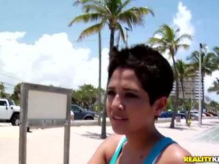 Seksi warga latina perempuan abby mengambil sehingga yang seksi dyde