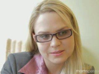 Hedvika is een smart bedrijf vrouw working in echt estate