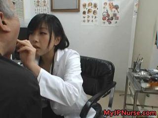Japonesa doctor es cachonda para pepino
