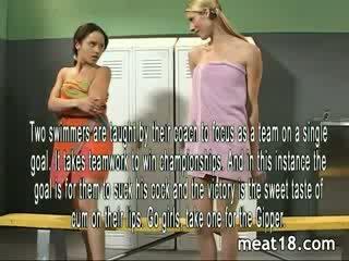 Two セクシー 十代の若者たち ストリップ 裸 前 彼ら 入手する ファック と creampied で ザ· locker 部屋