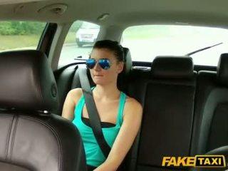 प्रीट्टी scarlet banged साथ एक cab driver