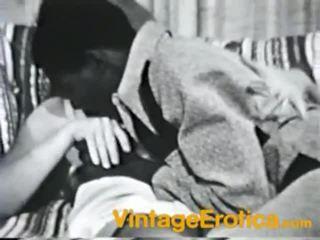 Netīras vintāža dzimumloceklis dicklicking filma nearby uzbudinātas medus