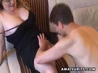 Veliko oprsje amaterke milf suck in jebemti s prihajanje na prsi