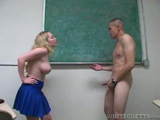 Aiden starr takes 關懷 的 2 perverts 在 她的 學校 課堂