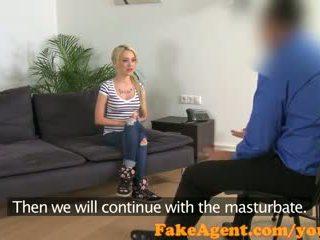 Fakeagent sexy blond amateur takes riesig ins gesicht im büro