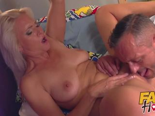Fake hostel hitman comes līdz veikt ārā seksuālā pieauguša.