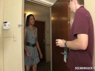 Menghisap zakar dalam yang hotel bilik