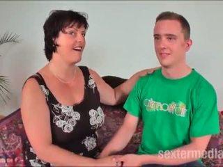 Reife mammīte fisting stute melkt jungschwanz - pilns <span class=duration>- 21 min</span>