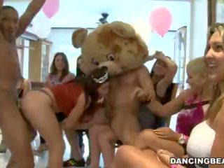 Cfnm birthday bên với male strippers trên nhảy múa mang (db9747)