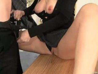 熟女 ボス alana evans 吸い コック で 彼女の オフィス