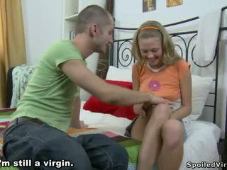 हॉट virgin सेक्स में the बातरूम
