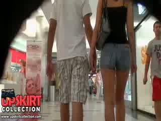 O quente denim jeans gaja was walking com dela bf mas ele didn