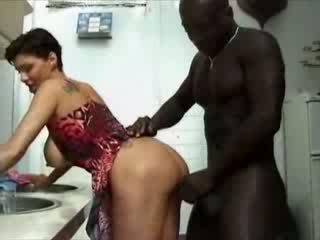 Ilusad suured naised france koduperenaine haviing seks koos aafrika riist video