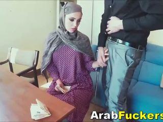 Arab gaja procurando para trabalho enganada em a foder